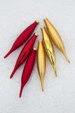 Κόκκινα και χρυσά παγάκια σαλτσών του νέου έτους Στοκ φωτογραφία με δικαίωμα ελεύθερης χρήσης
