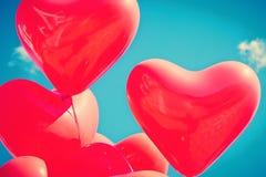 Κόκκινα καρδιά-διαμορφωμένα μπαλόνια Στοκ εικόνες με δικαίωμα ελεύθερης χρήσης