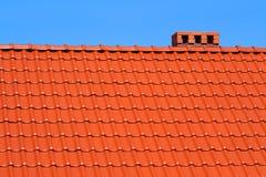 κόκκινα κεραμίδια υλικού κατασκευής σκεπής Στοκ φωτογραφία με δικαίωμα ελεύθερης χρήσης