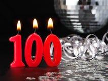 Κόκκινα κεριά που παρουσιάζουν Nr 100 Στοκ Φωτογραφίες