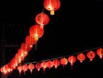 Κόκκινα κινεζικά φανάρια που κρεμούν στην κορυφή Στοκ φωτογραφία με δικαίωμα ελεύθερης χρήσης