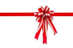 Κόκκινα κορδέλλα και τόξο δώρων, που απομονώνονται στο άσπρο υπόβαθρο στοκ φωτογραφία με δικαίωμα ελεύθερης χρήσης
