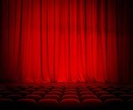 Κόκκινα κουρτίνες και καθίσματα θεάτρων Στοκ εικόνες με δικαίωμα ελεύθερης χρήσης