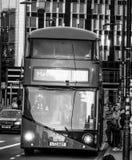 Κόκκινα λεωφορεία στη γέφυρα του Γουέστμινστερ στο Λονδίνο στο ηλιοβασίλεμα - ΛΟΝΔΙΝΟ - ΜΕΓΑΛΗ ΒΡΕΤΑΝΊΑ - 19 Σεπτεμβρίου 2016 Στοκ φωτογραφίες με δικαίωμα ελεύθερης χρήσης