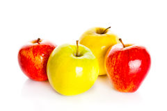 Κόκκινα μήλα που απομονώνονται στα άσπρα φρούτα μήλων υποβάθρου Στοκ φωτογραφίες με δικαίωμα ελεύθερης χρήσης