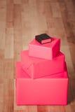 Κόκκινα μαύρα κουτιά στις επιτροπές πατωμάτων Στοκ Εικόνες