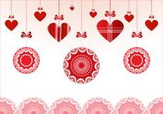 Κόκκινα μπιχλιμπίδια με τις καρδιές Στοκ Φωτογραφία