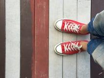 κόκκινα πάνινα παπούτσια Στοκ φωτογραφία με δικαίωμα ελεύθερης χρήσης