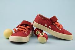 Κόκκινα παπούτσια για το μικρό κορίτσι στοκ φωτογραφία