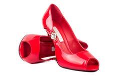 Κόκκινα παπούτσια γυναικών Στοκ εικόνα με δικαίωμα ελεύθερης χρήσης