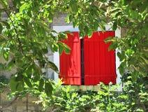 κόκκινα παραθυρόφυλλα στοκ φωτογραφία