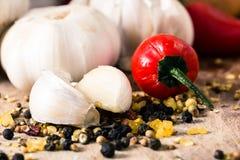 Κόκκινα πιπέρια και σκόρδο Στοκ Φωτογραφίες
