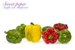 Κόκκινα πράσινα και πορτοκαλιά γλυκά πιπέρια κουδουνιών Στοκ εικόνες με δικαίωμα ελεύθερης χρήσης