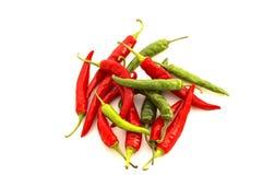 Κόκκινα & πράσινα πιπέρια τσίλι στοκ εικόνες