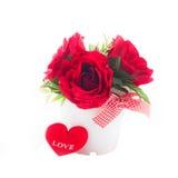 Κόκκινα τριαντάφυλλα σε ένα δοχείο Στοκ φωτογραφία με δικαίωμα ελεύθερης χρήσης