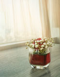 Κόκκινα τριαντάφυλλα στο γυαλί Στοκ Εικόνα