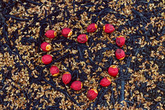 Κόκκινα φρούτα κραγιόν στη μορφή καρδιών Στοκ φωτογραφίες με δικαίωμα ελεύθερης χρήσης