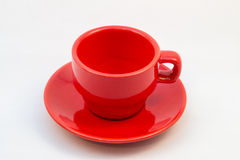 Κόκκινα φλυτζάνι και πιατάκι καφέ - κανένας καφές μέσα Στοκ εικόνες με δικαίωμα ελεύθερης χρήσης