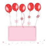 Κόκκινα ballons πετάγματος με το διάστημα κομφετί για τη ευχετήρια κάρτα κειμένων Στοκ εικόνα με δικαίωμα ελεύθερης χρήσης