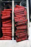 Κόκκινα firehoses σε ένα φορτηγό που χρησιμοποιείται από το firefight Στοκ εικόνα με δικαίωμα ελεύθερης χρήσης