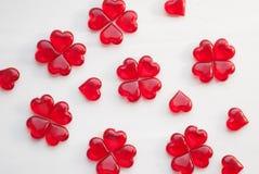 Κόκκινα lollipops σε ένα άσπρο υπόβαθρο Στοκ εικόνα με δικαίωμα ελεύθερης χρήσης