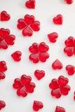 Κόκκινα lollipops σε ένα άσπρο υπόβαθρο Στοκ Εικόνες