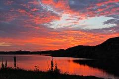 Κόκκινες αντανακλάσεις ουρανού Στοκ φωτογραφία με δικαίωμα ελεύθερης χρήσης
