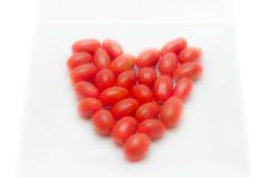 Κόκκινες διαμορφωμένες καρδιά ντομάτες Στοκ Φωτογραφίες