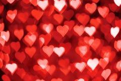 Κόκκινες και άσπρες καρδιές bokeh ως υπόβαθρο για Valentine' ημέρα του s στοκ εικόνα με δικαίωμα ελεύθερης χρήσης