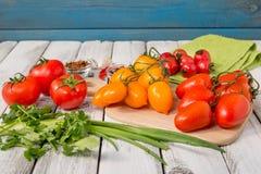 Κόκκινες και κίτρινες εύγευστες ντομάτες Στοκ εικόνα με δικαίωμα ελεύθερης χρήσης