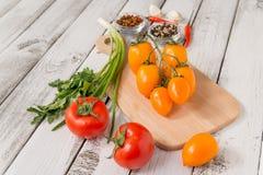 Κόκκινες και κίτρινες εύγευστες ντομάτες Στοκ φωτογραφίες με δικαίωμα ελεύθερης χρήσης