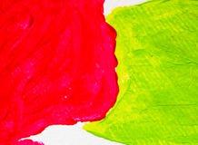 Κόκκινες και πράσινες τέχνες χρώματος σύστασης υποβάθρου που χρωματίζουν το ακρυλικό νερό Στοκ φωτογραφίες με δικαίωμα ελεύθερης χρήσης