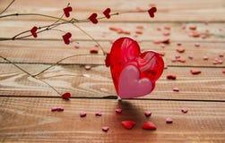 Κόκκινες και ρόδινες καρδιές καραμελών στοκ εικόνα