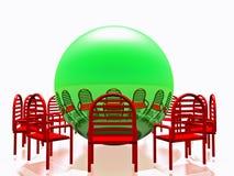 Κόκκινες καρέκλες και πράσινη σφαίρα Στοκ φωτογραφία με δικαίωμα ελεύθερης χρήσης