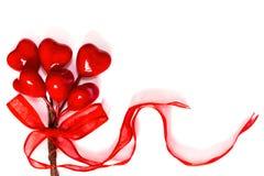 Κόκκινες καρδιές στο άσπρο υπόβαθρο στοκ εικόνες