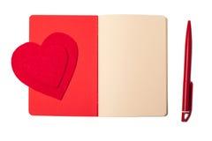 Κόκκινες καρδιά, σημειωματάριο και μάνδρα, ημέρα βαλεντίνων Στοκ φωτογραφία με δικαίωμα ελεύθερης χρήσης