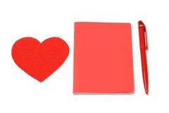 Κόκκινες καρδιά, σημειωματάριο και μάνδρα, ημέρα βαλεντίνων Στοκ εικόνες με δικαίωμα ελεύθερης χρήσης
