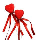 Κόκκινες καρδιά δύο και κορδέλλες Στοκ φωτογραφία με δικαίωμα ελεύθερης χρήσης