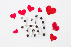 Κόκκινες καρδιές και αγάπη στο χιόνι Στοκ φωτογραφίες με δικαίωμα ελεύθερης χρήσης