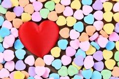Κόκκινες καρδιές καρδιών και καραμελών Στοκ εικόνα με δικαίωμα ελεύθερης χρήσης