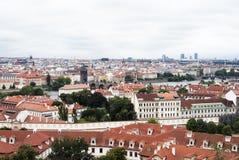 Κόκκινες κορυφές στεγών της Πράγας Στοκ εικόνες με δικαίωμα ελεύθερης χρήσης