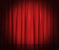 Κόκκινες κουρτίνες μεταξιού για το θέατρο και τον κινηματογράφο spotlit απεικόνιση αποθεμάτων