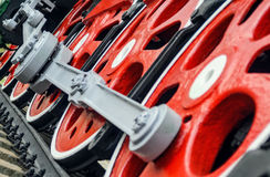 Κόκκινες μεγάλες έξαλλες ρόδες Στοκ Φωτογραφία