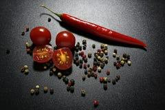 Κόκκινες ντομάτες πιπεριών και κερασιών τσίλι Στοκ Εικόνα
