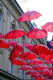 κόκκινες ομπρέλες Στοκ εικόνα με δικαίωμα ελεύθερης χρήσης