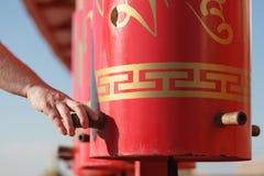 Κόκκινες ρόδες προσευχής στο βουδισμό Στοκ εικόνα με δικαίωμα ελεύθερης χρήσης