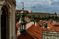 Κόκκινες στέγες και άποψη πόλεων στην Πράγα cesky τσεχική πόλης όψη δημοκρατιών krumlov μεσαιωνική παλαιά στοκ φωτογραφίες με δικαίωμα ελεύθερης χρήσης