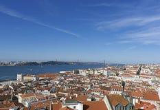Κόκκινες στέγες της πρωτεύουσας της Λισσαβώνας, Πορτογαλία Στοκ Εικόνες