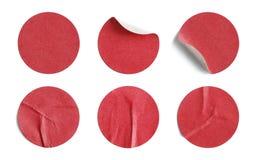 Κόκκινες στρογγυλές αυτοκόλλητες ετικέττες Στοκ εικόνες με δικαίωμα ελεύθερης χρήσης