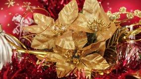Κόκκινες σφαίρες και διακοσμήσεις Χριστουγέννων ελεύθερη απεικόνιση δικαιώματος
